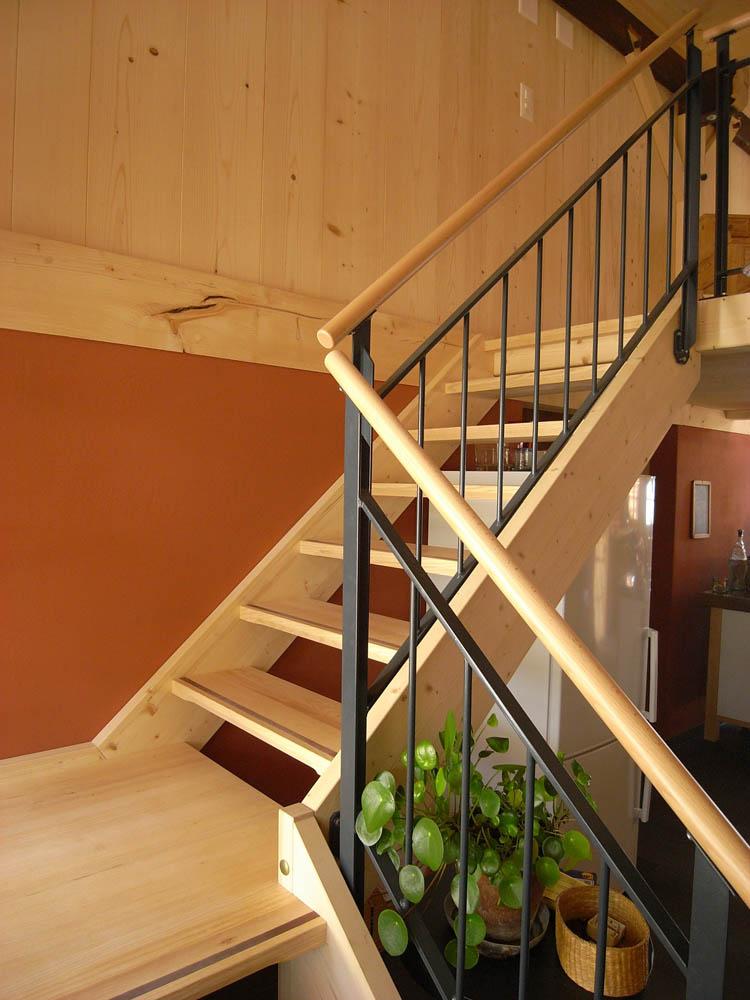 holzbau treppenbau holztreppen aufgeh ngte treppe treppensanierung bern emmental. Black Bedroom Furniture Sets. Home Design Ideas